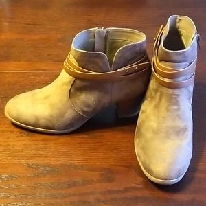 Y*Not faux suede ankle boots tan